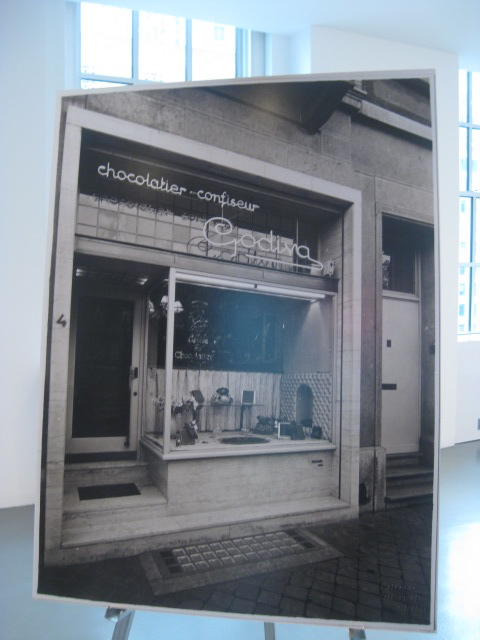 Picture of the first Godiva store in Brussels 80  years ago!